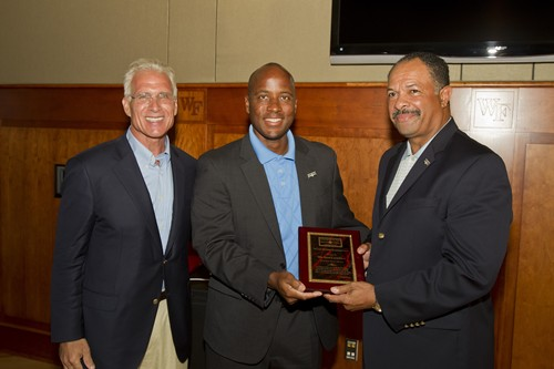 FM_LASH_SOUTHERN_LEADERSHIP_AWARD_RECEPTION_D1_WSO2011_037