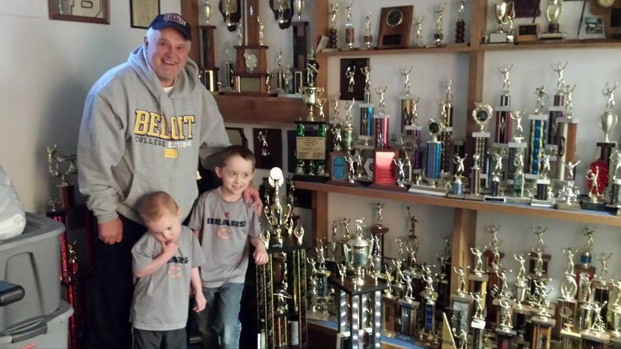 Larry_Campton_with_trophies_and_grandsons_May_2014