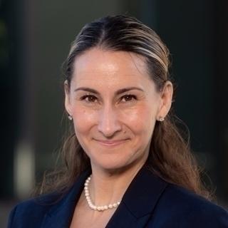 Gaby Poler-Buzali headshot.
