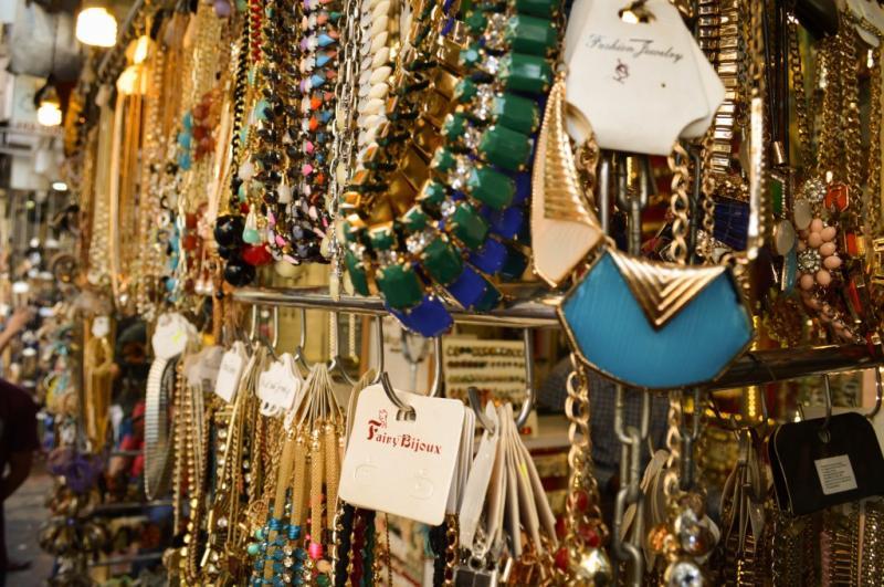 Artificial jewellery shop at colaba causeway 1024x680