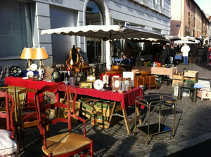 Annecy vieux quartier flea market