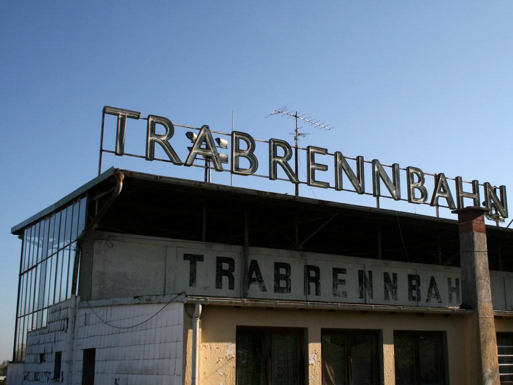 %c2%a9 sim. trabrennbahn daglfing flea market munich