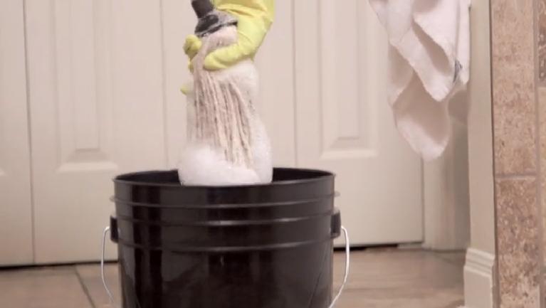 video frugal floor cleaner tile laminate ehow. Black Bedroom Furniture Sets. Home Design Ideas