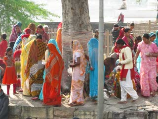 Religiöse Baumumrundung in Khajuraho