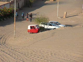 Panning around Huacachina oasis