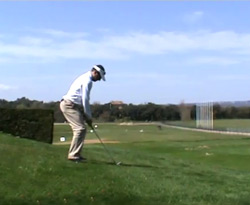 Curso vídeo Golf online. Ejercicios: swing en lie inclinado