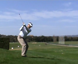 Curso vídeo Clases de golf. Swing: equilibrio en lie inclinado