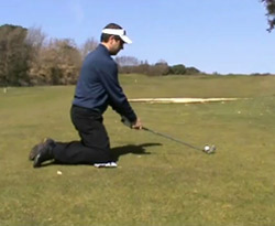 Curso vídeo Clases de golf online. Error de swing en lie inclinado