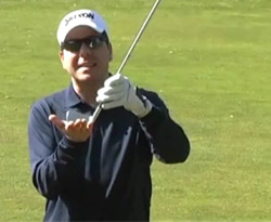 Curso vídeo Clases de golf online. Swing en lie inclinado