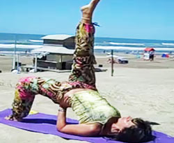 Curso vdeo Yoga en la playa. Energa positiva