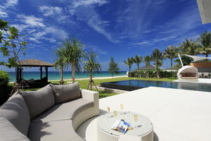 Ultra-Chic Six-Bedroom Beachfront Villa
