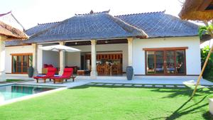 Beautiful 4-Bedroom Villa with Landscaped Garden