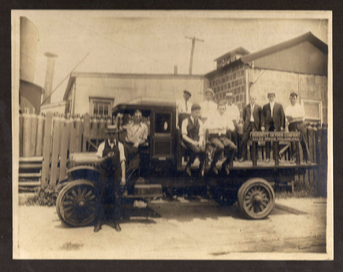 1920 Oxygen Cylinder Delivery Truck
