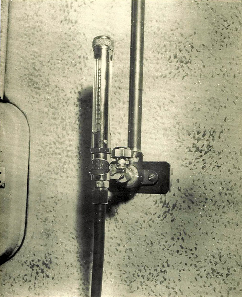 1951 Flowmeter and Oxygen Tubing