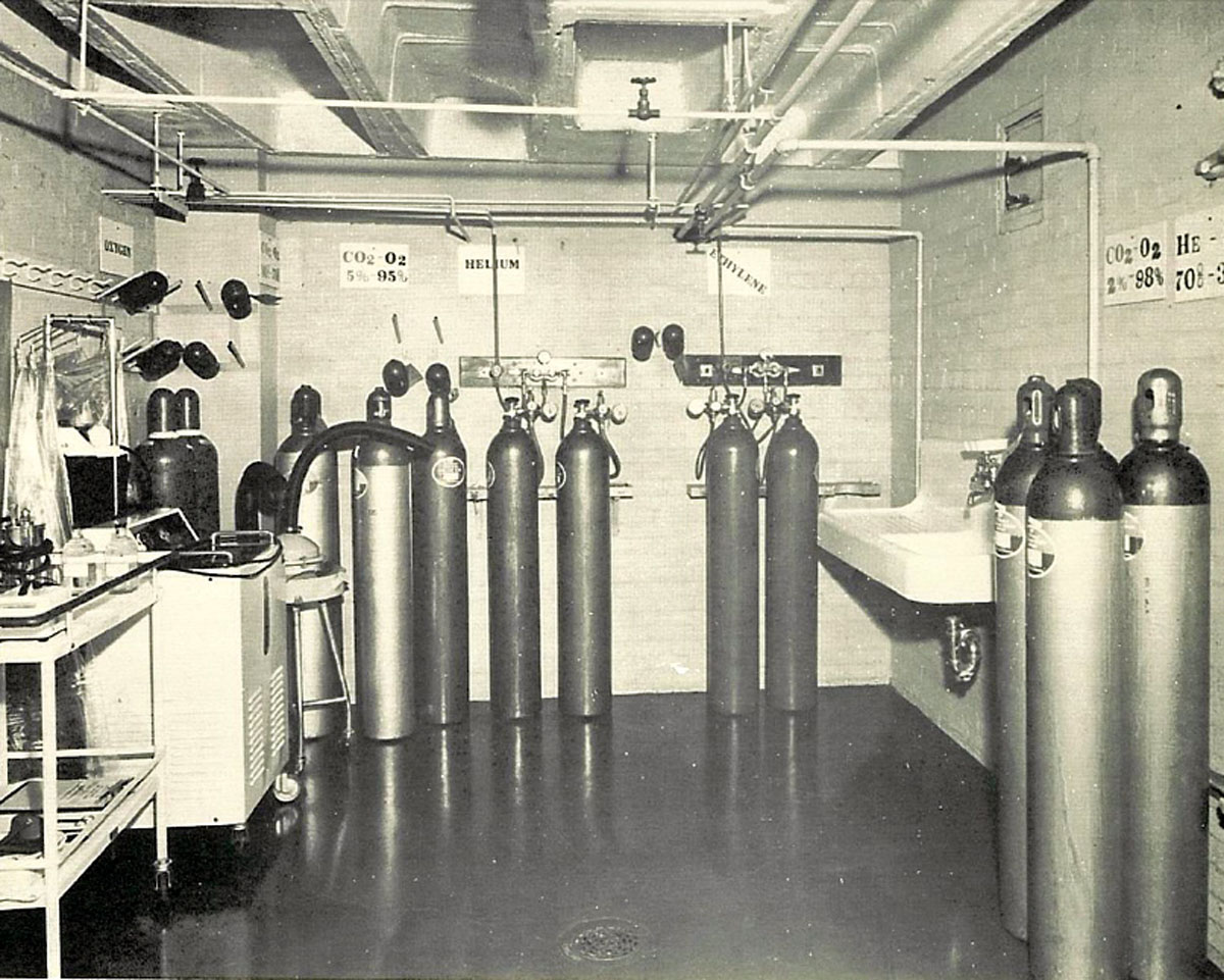 1951 Medical Gas Mixture Storage in an Oxygen Department