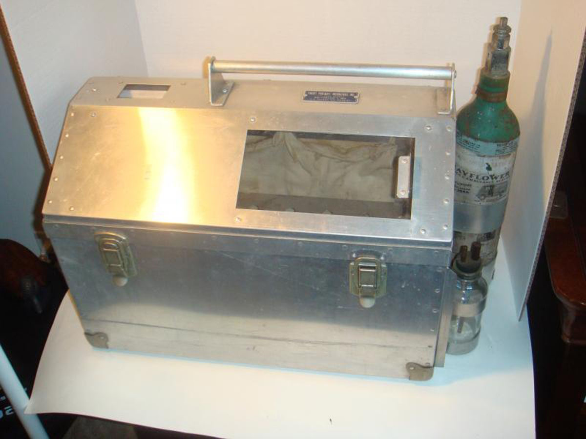1950s Pragel's Portable Incbator