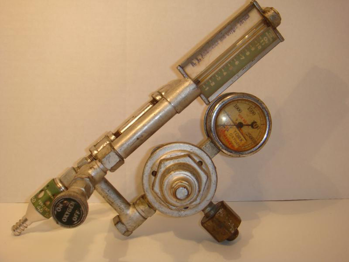 1940s Oxygen Regulator