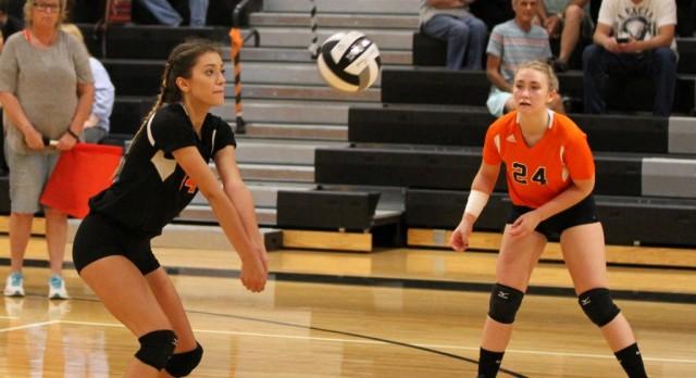 Mineral Ridge High School Girls Varsity Volleyball falls to Columbiana High School 3-0