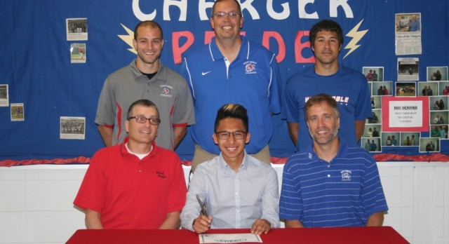 Alex deLuna Will Run at Bethel College