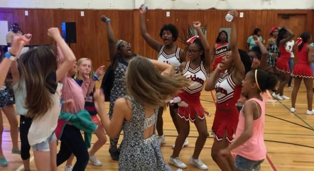 Cheerleaders rock Woodbury Dance