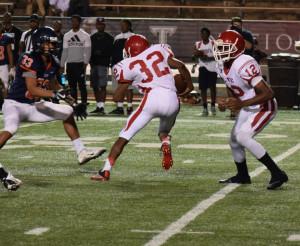 FBALL 0006 Reggie Davis With the Run