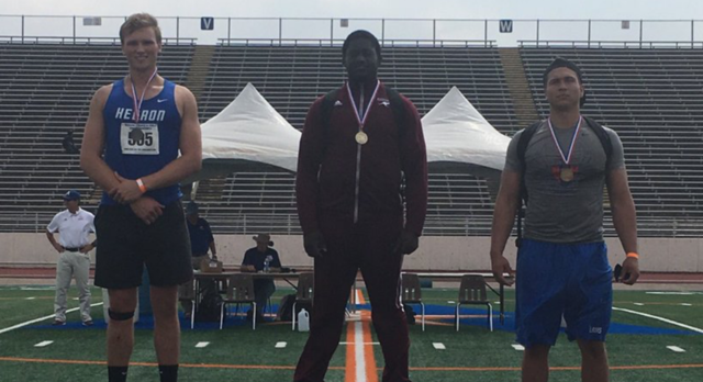 Roos' Smith breaks 21-year-old discus record