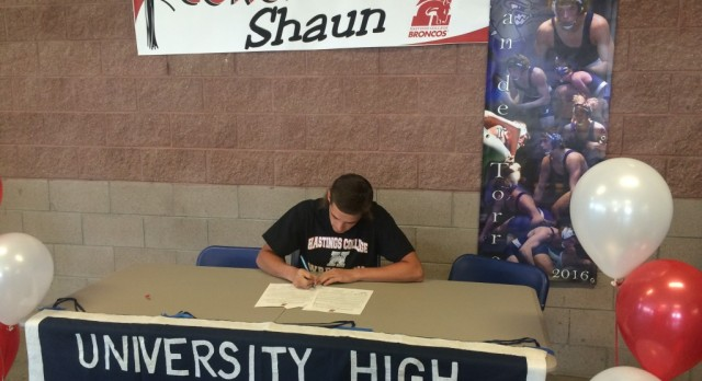 Shaun van der Torre signs with Hastings College