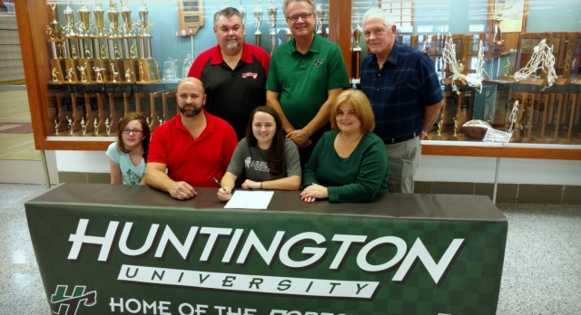 Megan Higgins Signs Letter of Intent to play Golf at Huntington University