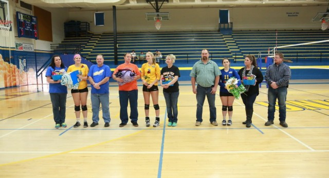 Seniors Shine in Last Home Game