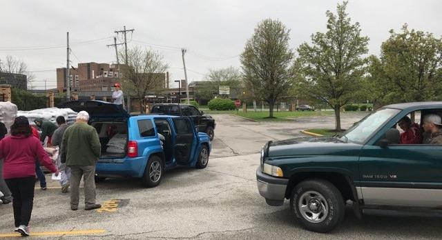 Men's Lacrosse team & parents deliver over 1,000 bags of mulch #GoFarGoIrish