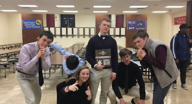 Scholars Bowl Qualifies for State