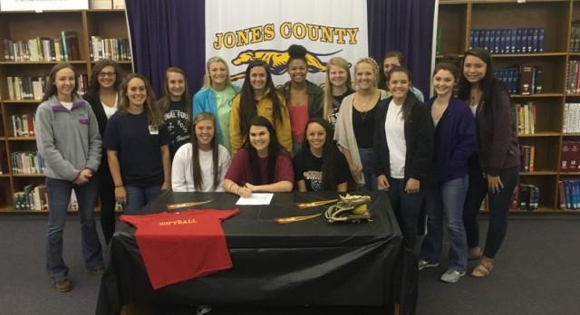 Kaylee Skinner Signs Softball Scholarship