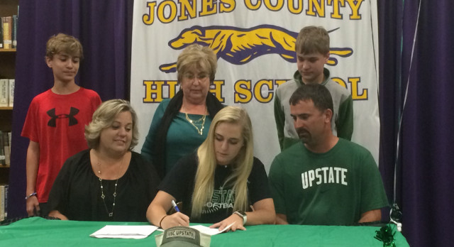 Bree Comer Signs Softball Scholarship