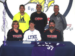 Isenbarger Signs with Lincoln College