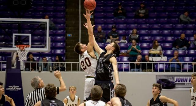 Maple Mountain High School Boys Varsity Basketball falls to Corner Canyon High School 69-67
