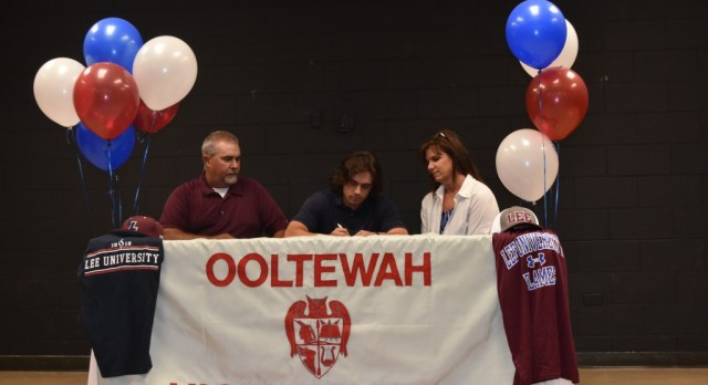 Mitch Duncan signs with Lee University
