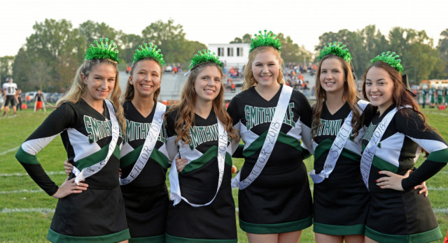 Senior Cheerleaders recognized