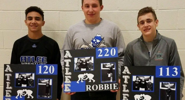 3 Raiders Wrestlers Cap Off Great Season