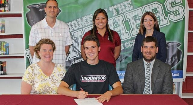 Austin Mungle signs to Swim at Lindenwood Belleville!