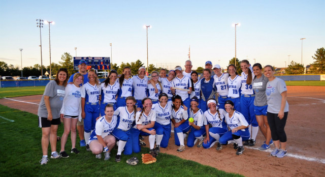 Hamilton Southeastern High School Varsity Softball beat Kokomo High School 7-4