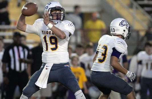 Benton shows off variety of weapons in romp vs. Wossman