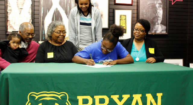 Leeper signs letter of Intent to play basketball.