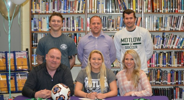 Blumhoefer Signs with Motlow State CC