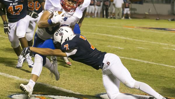 Blackman's Queontez Pugh comes in for the tackle on Warren County's Brandon Velazquez. photo by Ethan Scott/Murfreesboro Post