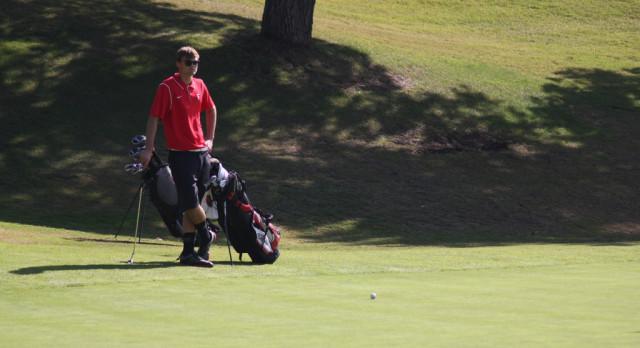 Fullerton High School Boys Varsity Golf beat La Habra High School 241-254