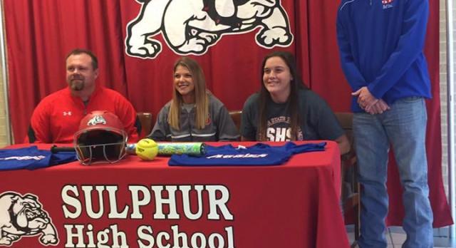 Savannah Ashford and Ashlie Hedemann sign their NLI to play Softball at Murray State