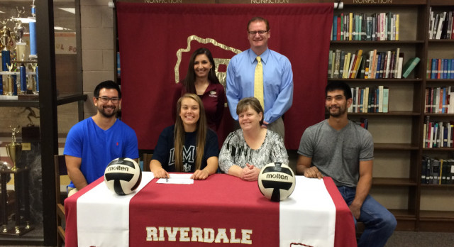 Sarah Jones signs with Lincoln Memorial