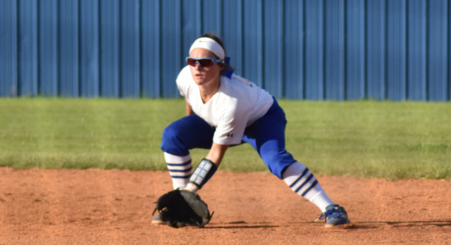 Softball–Creekwood wins over Lady Wildcats 4-3 on Monday April 10