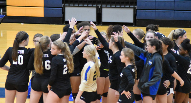 Volleyball–LadyCats fall to Lebanon in rival match 3-1