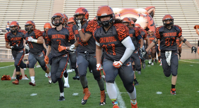 Lakewood High School Varsity Football beat Arvada West High School 35-29
